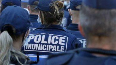 Photo of Un hombre armado retiene a varias personas en un banco de Francia