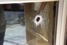 Photo of Dos heridos tras supuestamente zafársele disparo a seguridad de un banco en SFM