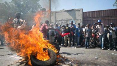 Photo of Manifestantes exigen justicia por asesinato de abogado en Puerto Príncipe