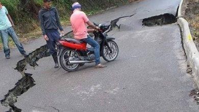 Photo of Socavón de 15 metros de largo y tres de profundidad en carretera recién hecha en Jarabacoa