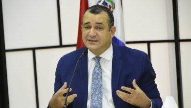 Photo of Román Jáquez presenta renuncia ante TSE para asumir la JCE