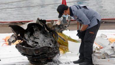 Photo of Encuentran caja negra del avión que cayó al mar con 62 personas en Indonesia