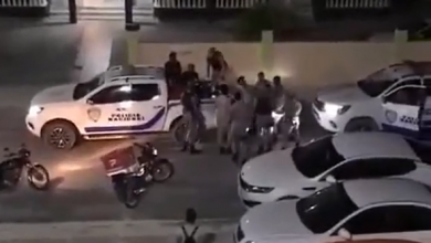 Photo of PN aclara repartidor se observa en video forcejeando con agentes estaba en estado de embriaguez