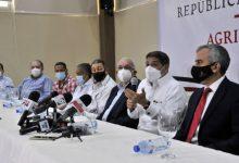 Photo of El Gobierno firma acuerdo para mantener estabilidad de los precios de productos básicos