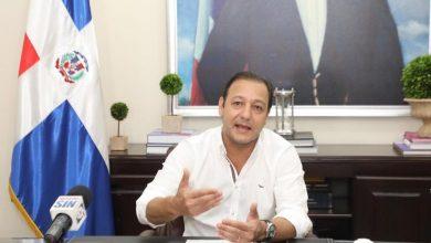 Photo of Alcalde Abel Martínez se querella contra fiscal de Santiago