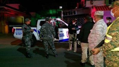 Photo of Destituyen coronel de la Policía tras amenaza de apresar periodistas que transiten durante toque de queda