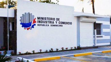 Photo of Cancelan en el Ministerio de Industria y Comercio 4,500 «botellas» en cinco meses