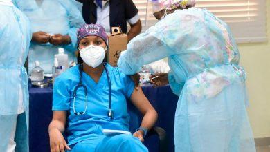 Photo of Médicos vacunados coinciden en que no les duele el brazo ni tienen síntomas tras vacuna