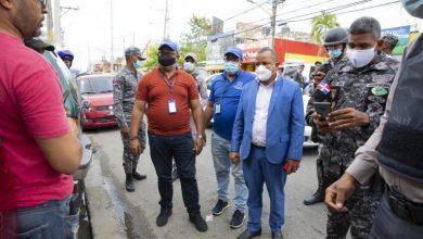 """Photo of Autoridades inspeccionan """"negocios ruidosos"""" del Gran Santo Domingo y ocupan bocinas"""