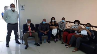 Photo of Waldo junto a un grupo de médicos ocupan área de Salud Pública y se declaran en huelga de hambre