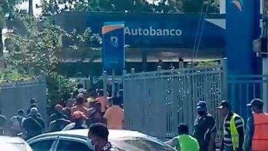 Photo of En medio de un tiroteo dos encapuchados arrebatan valija a un militar dentro de Banreservas en Higüey