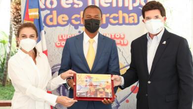 Photo of Fundación Rica & ADN reconocen al artista visual Julio Valentín