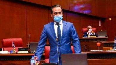 Photo of Senador denuncia ganancias «excesivas» de las ARS y maltrato a los médicos
