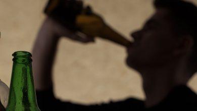 Photo of Médico explica por qué el alcohol adulterado mata