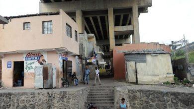 Photo of Desde una iglesia hasta un centro de internet, bajo el puente «La 17»