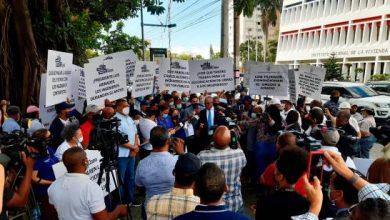 Photo of Ingenieros y arquitectos protestan frente al INVI para que los incluyan en sorteos de obras