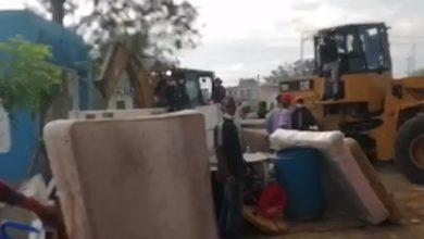 Photo of Dos personas heridas durante enfrentamiento entre PN y moradores de La Victoria por desalojos