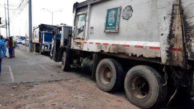 Photo of Empleados de la Alcaldía de SDE paralizan tránsito en marginal de Las Américas