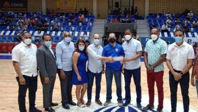 Photo of Ministro Administrativo de la Presidencia dona un millón de pesos al baloncesto de Puerto Plata