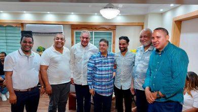Photo of Luguelín Santos recibe apoyo de Educación y Deportes