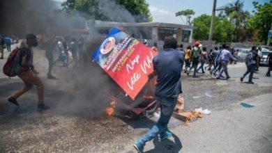 Photo of Mueren 15 personas en tiroteo en Haití, entre ellos un periodista y una activista de oposición