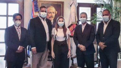 Photo of Alcaldesa Carolina Mejía recibe productor del proyecto cinematográfico «ADN Bachata»