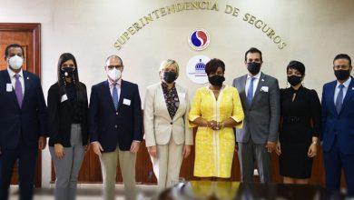 Photo of Adocose felicita a superintendente de seguros por acciones de éxitos en primer año de gestión