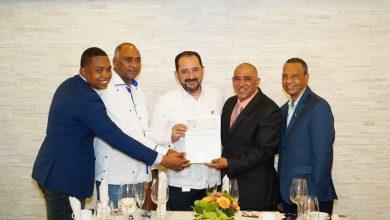 Photo of COOPSEGUROS hace entrega de aporte económico a las Federaciones de Cooperativistas