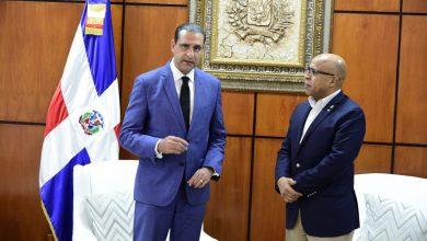 Photo of Alfredo Pacheco recibe a Servio Tulio Castaños Guzmán, quien reconoce el intenso trabajo de la Cámara de Diputados