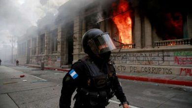 Photo of Exmilitares guatemaltecos asaltan el Congreso para pedir compensaciones